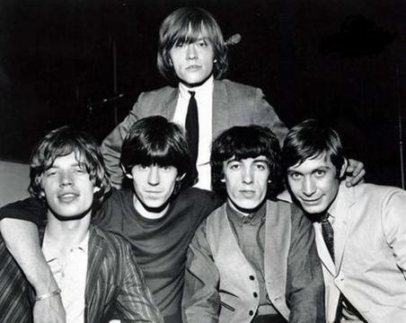 ¡Substituidos! Chicos malos que fueron echados de sus bandas - The Rolling Stones y Brian Jones (el de arriba). Lo echaron en junio de 1969, por su comportamiento desenfrenado con las drogas. Murió, misteriosamente, poco después. Lo reemplazó Mick Taylor.